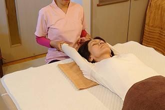 ≪身も心も満たされる整体!南森町駅・大阪市北区・天神橋筋六丁目駅の「癒しの鍼灸・整体院 SalaSa」独自の施術で、体の疲れを取りましょう。≫